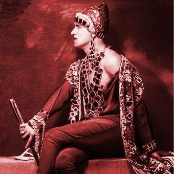 Kostiumy Antoine'a szokowały i fascynowały.