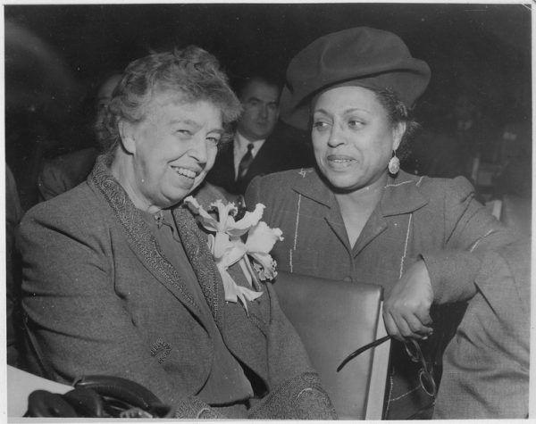 Po wizycie u Antoine'a Eleanor Roosevelt (z lewej) już stale nosiła krótkie włosy.