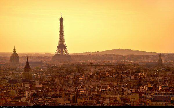 Niewiele brakowało, by nic nie zostało z paryskiego blasku (fot. Moyan Brenn, CC BY 2.0)