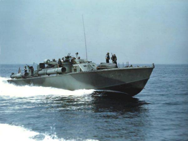 Na takim kutrze służył młody John F. Kennedy (fot. Naval History and Heritage Command, domena publiczna).