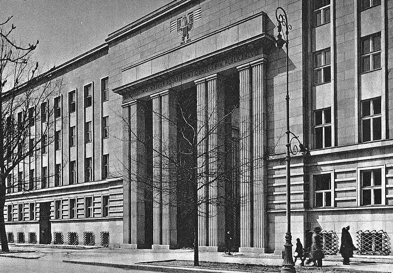 Gmach przedwojennego Ministerstwa Wyznań Religijnych i Oświecenia Publicznego przy al. Szucha 25 w Warszawie. To tam w czasie okupacji miało swoją siedzibę gestapo (źródło: domena publiczna).