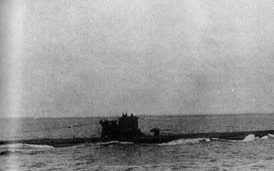 """U-557, pierwszy okręt podwodny na jakim pływał Werner. Zdjęcie  z książki """"Żelazne Trumny"""" (Finna 2015)."""