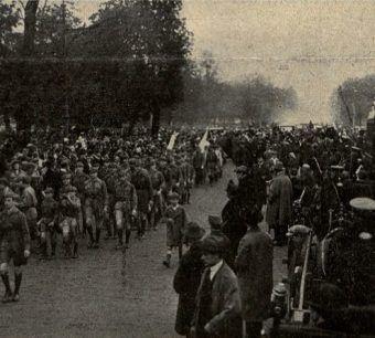 """Defilada wojskowa w 1925 roku (fot. """"Nowości Ilustrowane"""")."""
