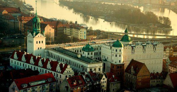 Zamek Książąt Pomorskich wygląda rzeczywiście imponująco (fot. Cezarde62, CC BY-SA 3.0 PL).