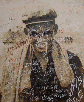 Pokryty graffiti portret Son Sena w Toul Sleng. Od 1975 roku wicepremier i minister obrony Kampuczy. Nadzorował obóz Toul Sleng i był pomysłodawcą wielu metod tortury (fot. waterboarding.com, CC BY 2.0).