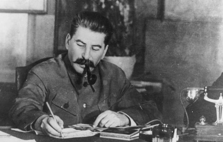 Tuż przed udaniem się do Moskwy na rozmowy ze Stalinem Mikołajczyk samowolnie wysłał do okupowanej Polski depeszę, która właściwie zdecydowała o tym, że wziął on na siebie odpowiedzialność za wybuch powstania (źródło: Bundesarchiv; lic. CC BY-SA 3.0).