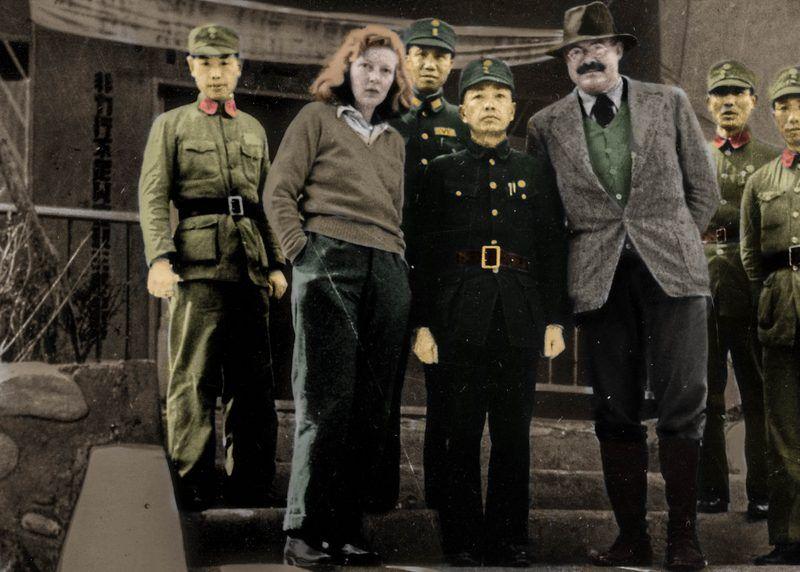 Martha Gellhorn, Ernest Hemingway i chińscy żołnierze w 1941 roku (źródło: domena publiczna).
