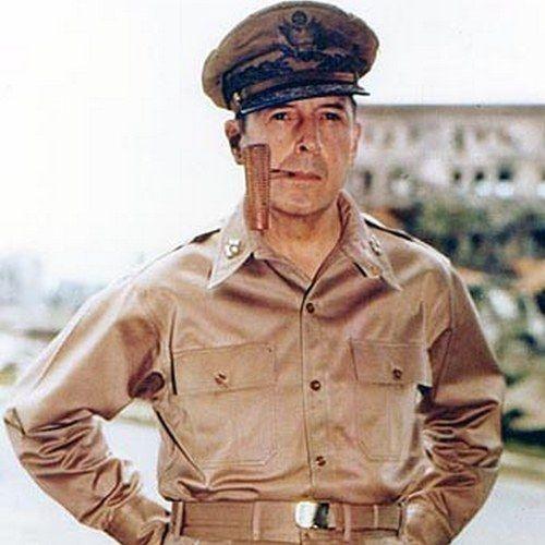 Generał Douglas MacArthur. Pewność siebie w każdym calu (źródło: domena publiczna).