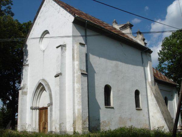 Cerkiew w Szczebrzeszynie. W 1938 roku rozpoczęto jej rozbiórkę, ale przerwano ją pod wpływem protestów lokalnej inteligencji. Budynek pozostawiono w stanie półruiny, Na zdjęciu po częściowym remoncie (fot. MaKa, CC BY-SA 3.0).