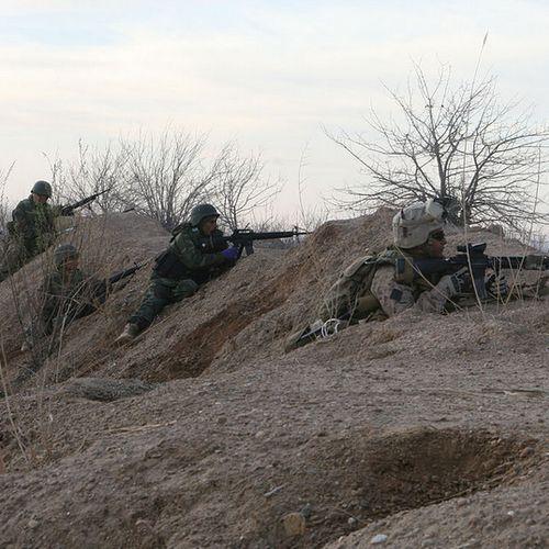 Amerykańska armia w Afganistanie. Czy odbijają właśnie porwane dziecko? (źródło: domena publiczna)