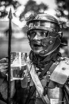 W rzymskich legionach nie uważano, by alkohol i broń były kiepskim połączeniem (fot. Legio XXI Rapax).