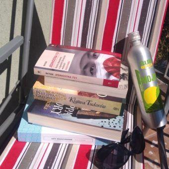 Lektury na wakacjach... (fot. Aleksandra Zaprutko-Janicka).