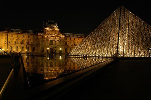 Zwiedzania Paryża nie warto kończyć na Luwrze (fot. Pug Girl, CC BY 2.0).