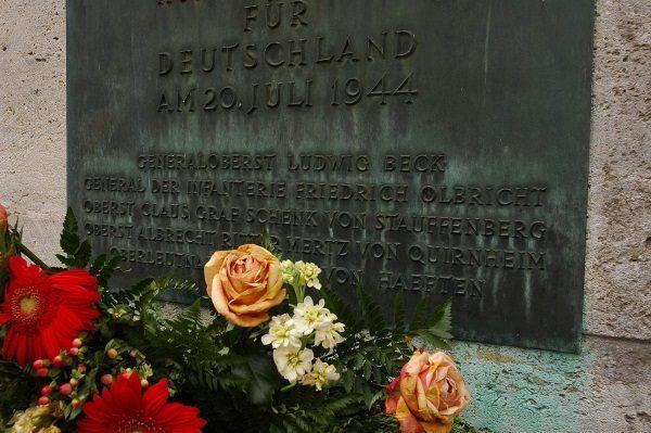 Tablica poświęcona członkom niemieckiego ruchu oporu.