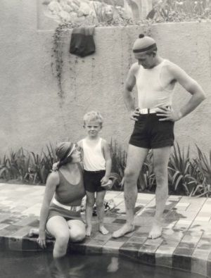 Wallace Reid z żoną i synkiem. W tamtej chwili nic nie zapowiadało tragicznego końca.