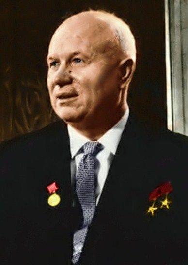 Jak po latach przyznawał Chruszczow, żaden z totalitarnych systemów nie miał zamiaru tłumaczyć swoim obywatelom dlaczego doszło do sojuszu między Niemcami i Związkiem Sowieckim (źródło: domena publiczna).