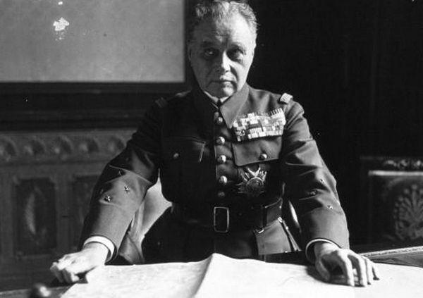 Generał Maurice Gamelin bardzo szybko spisał Polskę na straty (źródło: domena publiczna).