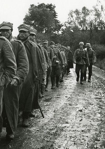 We wrześniu 1939 r. Niemcy zamordowali tysiące wziętych do niewoli żołnierzy Wojska Polskiego (źródło: domena publiczna).