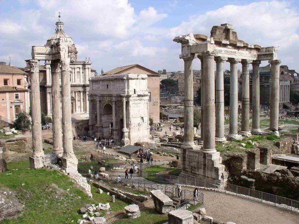Zobaczyć Forum Romanum w czasach największej świetności Rzymu... (fot. Carla Tavares, CC BY-SA 3.0).