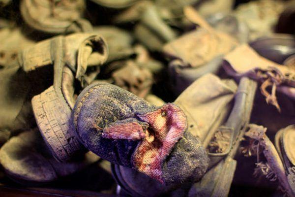 Jedyne, co pozostało po ofiarach Eichmanna (fot. Michela Simoncini, CC BY 2.0).