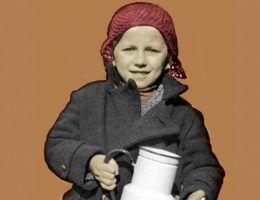 """Zdobycie mleka pod okupacją nie było łatwą sztuką... (ilustracja z książki """"Okupacja od kuchni"""")."""