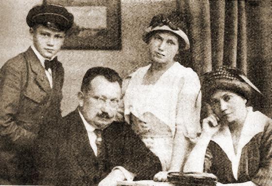 Andrij Liwycki z rodziną, po śmierci Symona Petlury w 1926 roku przywódca URL-owskiej emigracji, zwierzchnik Czebotariwa (fot. domena publiczna).