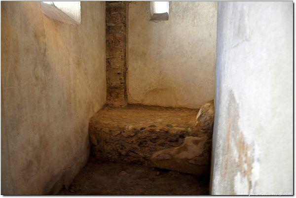 Komfortowe warunki w pompejańskim burdelu (fot. János Korom Dr., CC BY-SA 2.0).