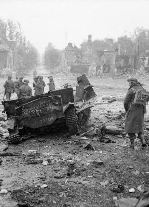Skonstruowany przez Józefa Kosackiego wykrywacz min w akcji. Francja, rok 1944 (źródło: domena publiczna).