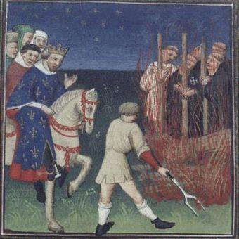 """Tak moment spalenia templariuszy i obłożenia ich prześladowców klątwą wyobrażał sobie autor miniatury z """"Maître de Bedford"""" ok. 1415 roku (źródło: domena publiczna)."""