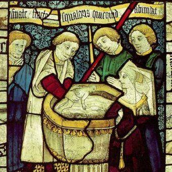 Scena chrztu z witraża przedstawiającego siedem sakramentów z 1482 roku. (domena publiczna)