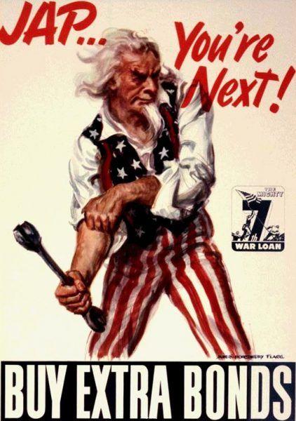 """""""Żółtku… jesteś następny!"""" – odgrażały się amerykańskie plakaty po zakończeniu wojny z Niemcami (il. domena publiczna)."""
