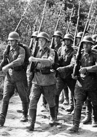 Dzięki paktowi z Hitlerem Armia Czerwona zyskała czas aby chociaż częściowo odbudować swoje kadry (źródło: domena publiczna).