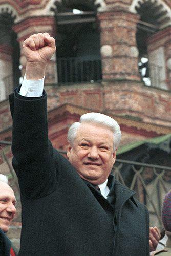 Upadek puczu był wielkim zwycięstwem Borysa Jelcyna, dzięki któremu nie tylko utrzymał stanowisko prezydenta Rosji, ale też zmarginalizował Michaiła Gorbaczowa (fot. Kemlin.ru, CC BY 3.0).