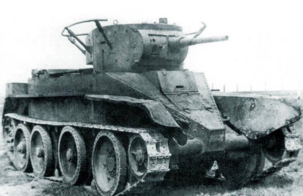 Czołg BT-5. To między innymi takie wozy wzięły udział w walkach o Grodno (źródło: domena publiczna).