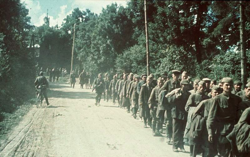 Palijowi początkowo udało się uniknąć niewoli, ale pod koniec lipca 1941 roku szczęście go opuściło i podzielił los milionów innych czerwonoarmistów (źródło: Bundesarchiv; lic. CC ASA 3.00.