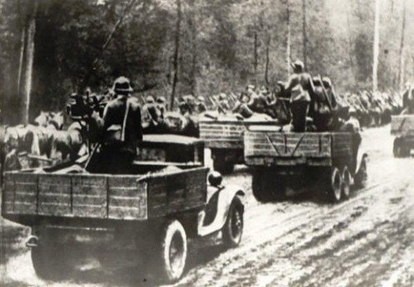 Czerwonoarmiści w drodze na Grodno, które planowano wziąć z marszu (źródło: domena publiczna).
