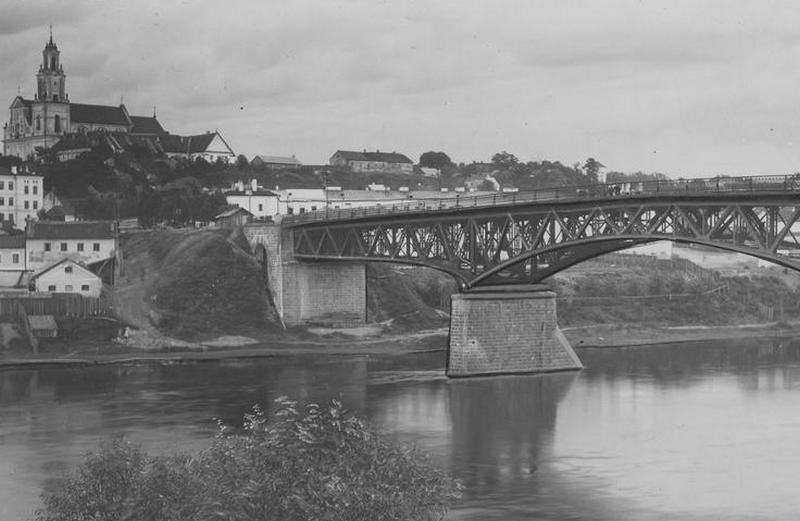 """Panorama Grodna oraz most kołowy imienia Józefa Piłsudskiego. To tam czekało na Sowietów """"gorące"""" przywitanie (źródło: domena publiczna)."""