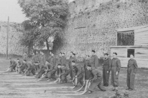 Kurs pożarniczy w Lidzie. Również Witold Pilecki wraz z sąsiadami założył straż pożarną (źródło: domena publiczna).