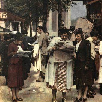 Pod koniec sierpnia 1939 roku wiele kobiet nerwowo czytało prasę, zastanawiając się jak przygotować się do nadchodzącej wojny? (źródło: domena publiczna).