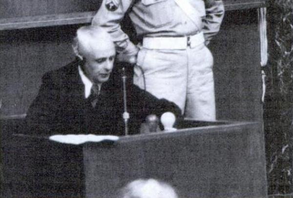 Walter Paul Schreiber zeznaje w czasie procesu norymberskiego (źródło: domena publiczna).