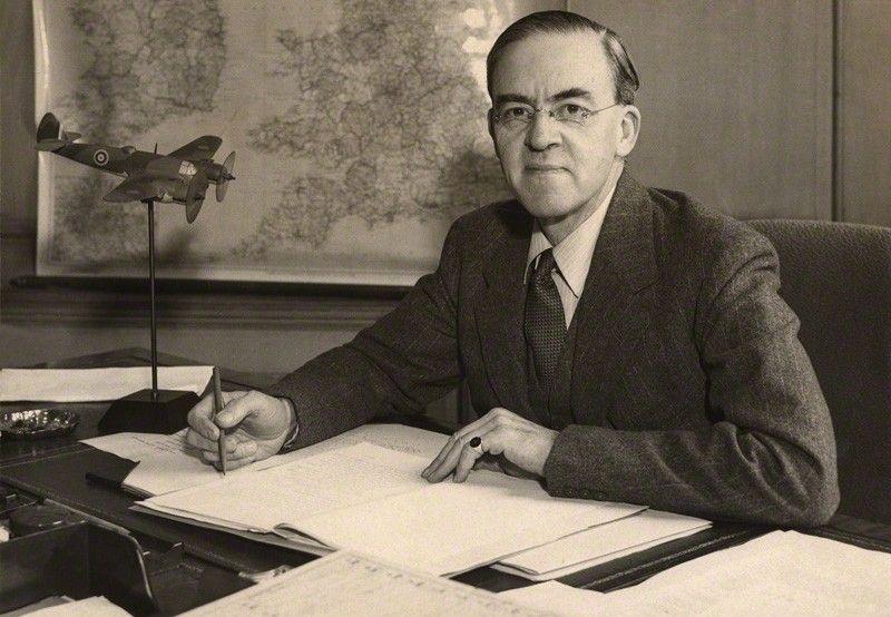 Już po upadku Francji brytyjski ambasador w ZSRR Stafford Cripp starał się przeciągnąć Stalina stronę aliantów (źródło: domena publiczna).
