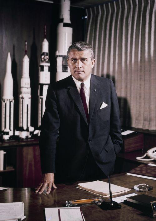Posiadana wiedza pozwoliła Schreiberowi uniknąć zasłużonej kary. Takich jak on było znacznie więcej. Jednym z nich był ojciec amerykańskiego programu kosmicznego Wernher von Braun (źródło: domena publiczna).
