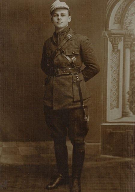 Witold Pilecki w wieku dwudziestu trzech lat ( (źródło: archiwum prywatne Andrzeja Pileckiego).