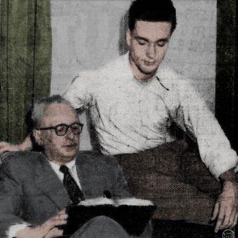 """Walter Paul Schreiber z synem. To właśnie to zdjęcie pokazano Janinie Iwańskiej, a następnie przedrukowano w gazecie """"The Waco News-Tribune"""" z lutego 1952 roku (koloryzacja: RK)."""