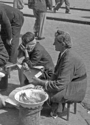 Kilka śledzi, osełka masła, woreczek kaszy. Polacy szmuglowali i sprzedawal co, kto mógł.
