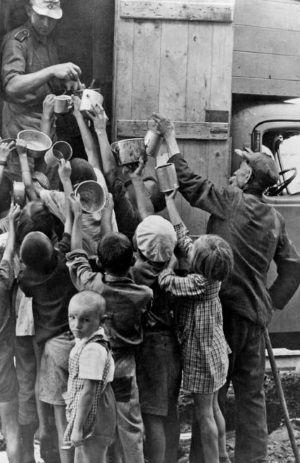 Wydawanie żywności w latach okupacji