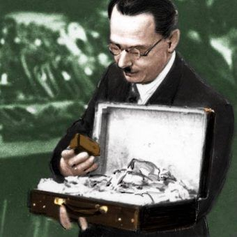 Polski handlarz pokątnym towarem na zdjęciu wykonanym w latach okupacji.