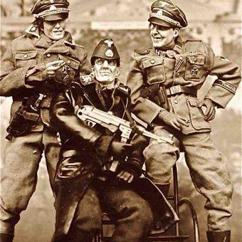 """""""Pamiątkowe zdjęcia w Sobiborze"""" - jedna z serii fotografii artysty Stefana Krikla (CC BY 2.0)."""