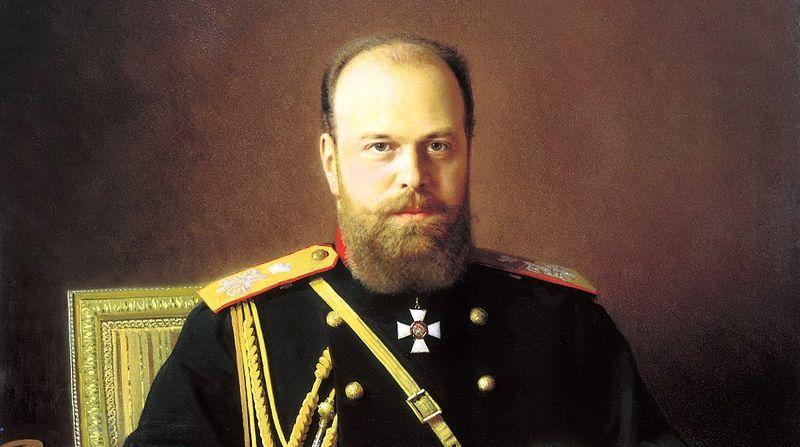 """Car Rosji Aleksander III. Choć prywatnie był kuzynem księcia Bułgarii, Aleksandra Battenberga, nie wahał się nasłać na niego """"zielone ludziki"""" (fragment portretu pędzla Iwana Kramskiego, domena publiczna)."""