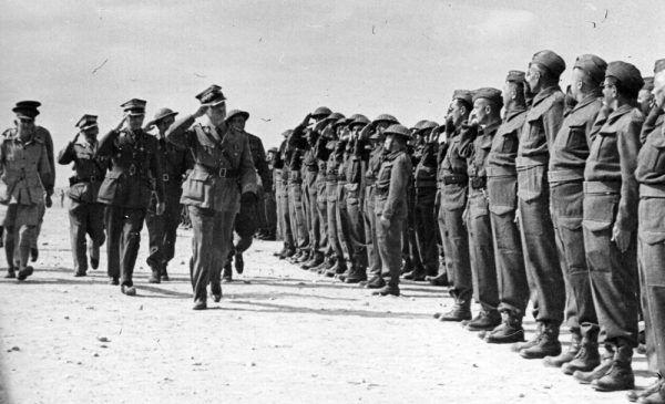 Generał Władysław Sikorski i żołnierze Samodzielnej Brygada Strzelców Karpackich, listopad 1941 r. (fot. domena publiczna).